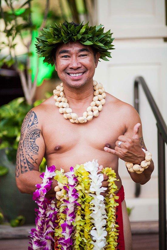 lei making at kukui'ula kauai