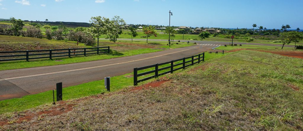 Closest roadway and intersection to Kahalawai Homesite #28